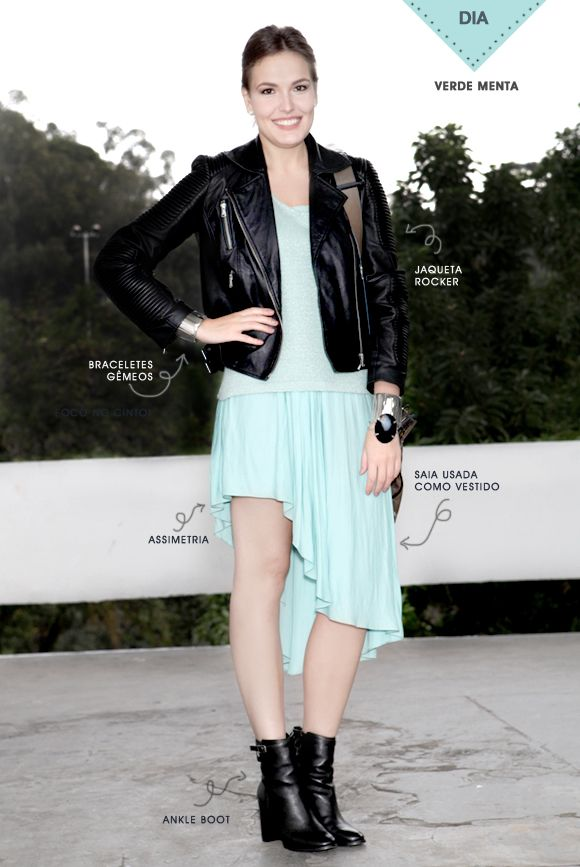 Look monocromático com jaqueta preta de couro